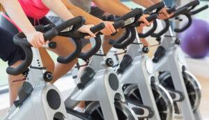 Cardio bằng xe đạp tập thể dục